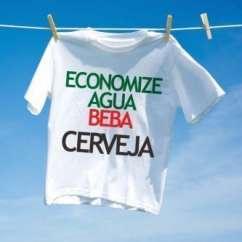 Camiseta Carnaval Economize Agua Beba Cerveja