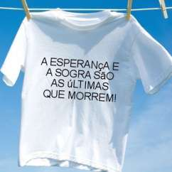 Camiseta A esperanca e a sogra sao as ultimas que morrem