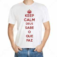 Camiseta Keep Calm Deus Sabe O Que Faz
