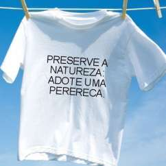 Camiseta Preserve a natureza adote uma perereca