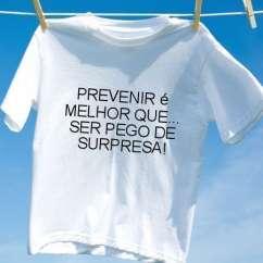 Camiseta Prevenir e melhor que ser pego de surpresa