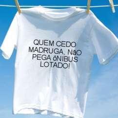 Camiseta Quem cedo madruga nao pega onibus lotado