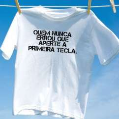 Camiseta quem nunca errou que aperte a primeira tecla