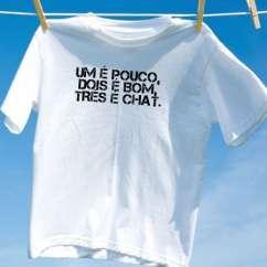 Camiseta um e pouco dois e bom tres e chat