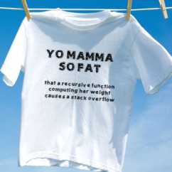 Camiseta yo mamma so fat that a recursive function computing her weight causes a