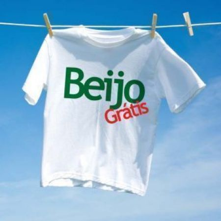Camiseta Carnaval Beijo Gratis