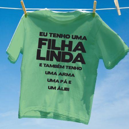 f44d5f8202fd7 Camiseta Verde Eu tenho uma filha linda - Camisetas Personalizadas ...