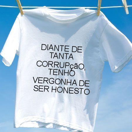 Camiseta Diante de tanta corrupcao tenho vergonha de ser honesto
